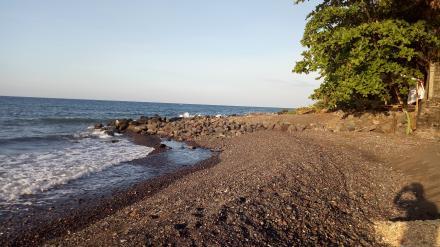 Suasana Pantai Desa Tembok Disore Hari